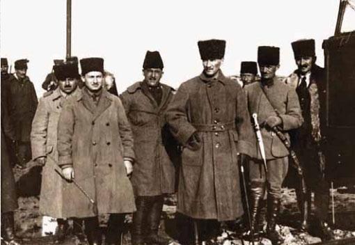 Batı Cephesi'nde denetlemelerde bulunurken, Eskişehir, 4 Aralık 1920.