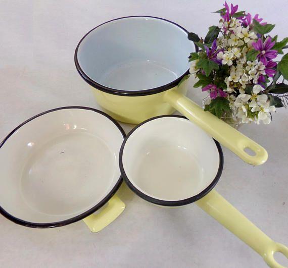 French vintage enamelware set, two saucepans plus gratin dish, pale yellow enamelware, casseroles et plat à oeufs en émail ancien