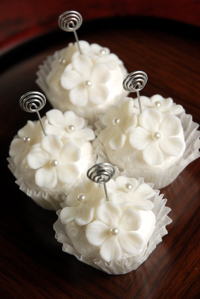 Pearl White Cupcake Place Card Holders (Set of 4) $11