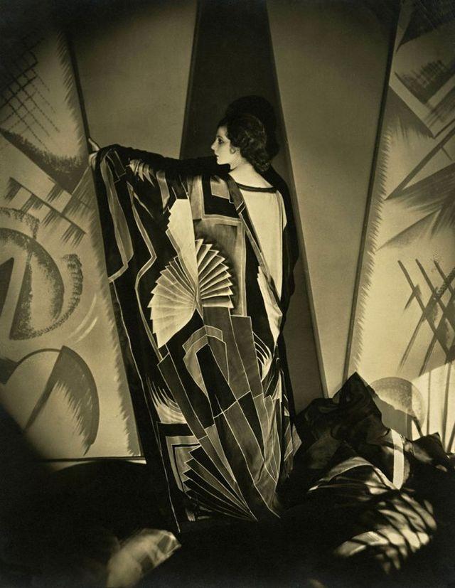 "nekasuz: ""  Tamaris with a large Art Deco scarf, 1925, photo by Edward Steichen """