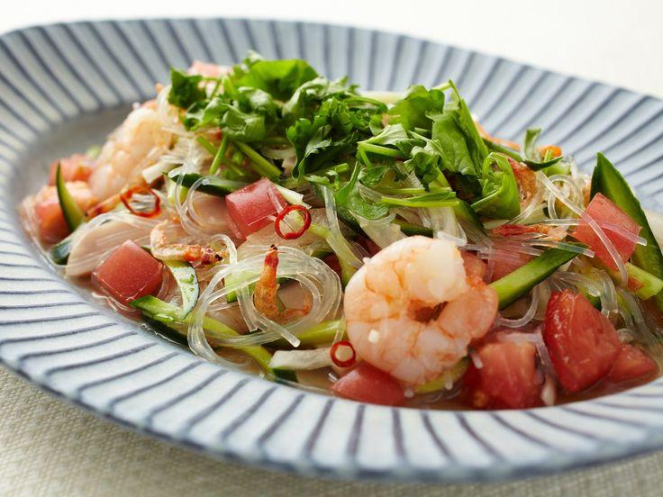 タイ料理の定番サラダ「ヤムウンセン」。ヤムは和える、ウンセンは春雨という意味です。今回は挽き肉の代わりにハムを使った、より手軽なレシピをご紹介。食べる直前までしっかり冷やすと美味しいですよ。 ▼作り方はコチラ▼ https://ryorisapuri.jp/recipes/1312?vos=oa_ytb_____...
