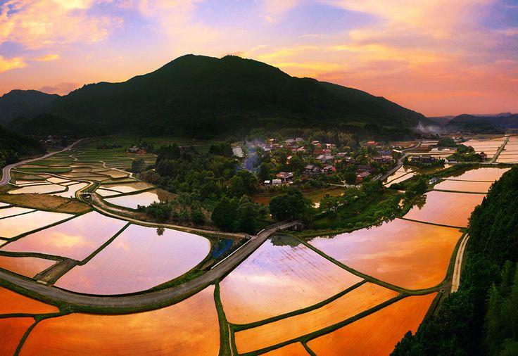 博多や別府温泉を代表として、観光地の多い「九州地方」。もしかして、有名な場所だけ行って満足していませんか?九州には、一度の旅行では楽しみきれないほど、素敵な場所が多いんです!今回はそんな「九州地方」の絶景地を厳選して17ヶ所、お届けします。