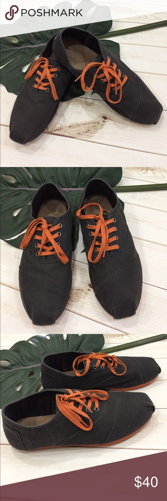 🔥Mens TOMS cordones lace up slip on shoes 🔥For the BOLD!! Mens TOMS cordones lace up slip on shoes. These are hard to find super comfy mens TOMs charcoal and orange comfortable all day shoes. Preloved in excellent condition. Only wear is seen on soles. True to size. Toms Shoes Loafers  Slip-Ons