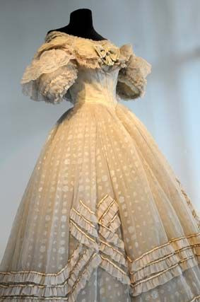 La robe de Claudia Cardinale dans le film le Guépard de Luchino Visconti (1963)                                                                                                                                                                                 Plus