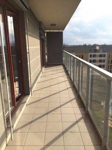 Naprawdę fajny balkon. Niezbyt dużo takich na Mokotowie