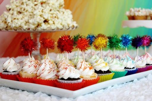 pom-pom cupcake toppers!