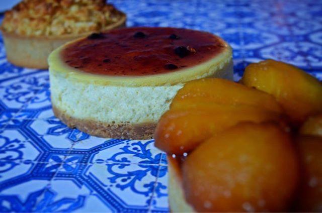 """#Felizdíapapá #papá #padre #diadelpadre #18J #Domingo #Felizdía #regalo #Sunday #present #hijo #hija #daughter #son #Fathersday #Happiness #Felicidad #patisserie #sugar #laantonia #picoftheday #workinghard #pastry #chocoholic #gourmande #instasweet #foodstagram #delicious #events #yummy"" by @laantonia.cocina. #이벤트 #show #parties #entertainment #catering #travelling #traveler #tourism #travelingram #igtravel #europe #traveller #travelblog #tourist #travelblogger #traveltheworld #roadtrip…"