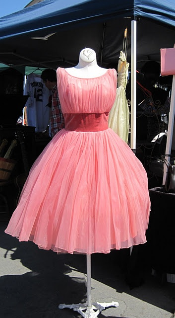 Beautiful vintage gown....Gorgeous