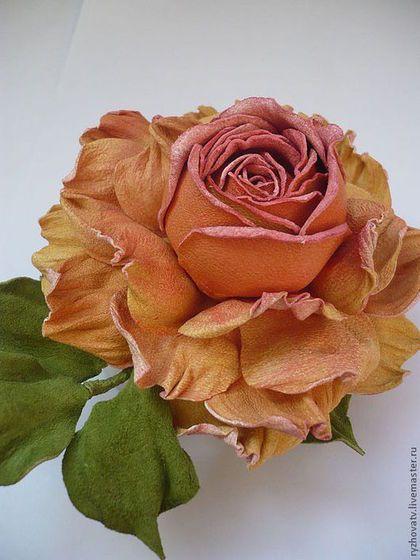 Броши ручной работы. Ярмарка Мастеров - ручная работа. Купить цветы из кожи. брошь-роза.. Handmade. Брошь-цветок
