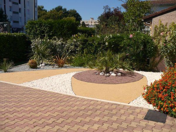 Jardin min ral cr er un jardin de gravier jardin id es d 39 am nagement pinterest for Installer gravier jardin