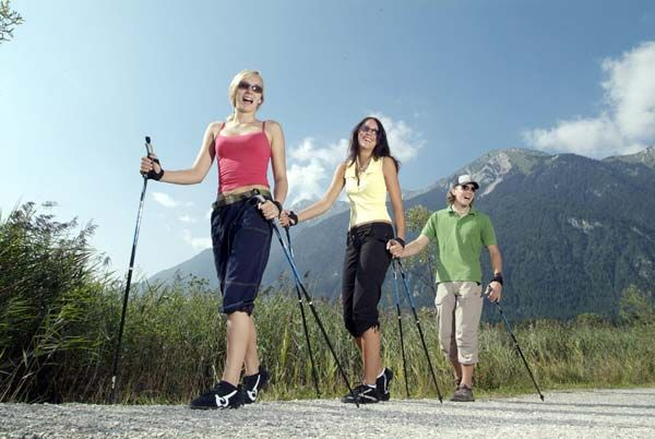 Скандинавская ходьба для похудения. Nordic Walking или скандинавская ходьба - это эффективная аэробная тренировка для похудения, сжигания калорий. коррекции веса и идеальной фигуры - Быстро похудеть за неделю