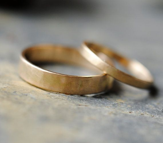 18K Gold Wedding Bands Set, 4mm and 2mm Recycled Gold Rings - Simple :)