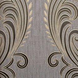 Diseño con formas de tipo barroco, en color gris, negro y oro en este papel pintado de la colección Karat de Parati.