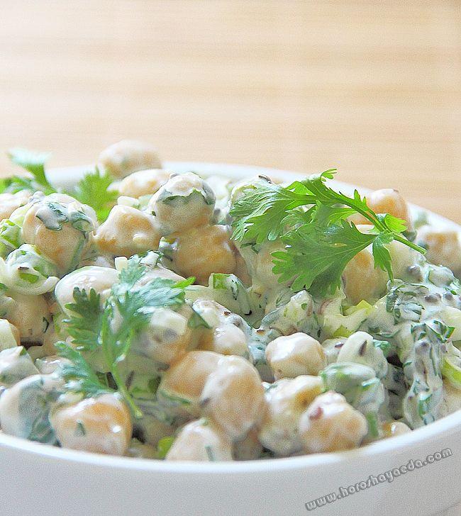 Салат из нута с йогуртом   http://www.horoshayaeda.com