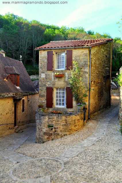 Beynac, Perigord #France #travel #vacation   This Pin re-pinned by www.avacationrental4me.com