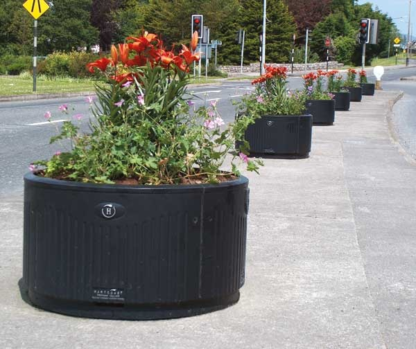 http://www.hartecast.co.uk/planter-boxes-hc200/ Ductile Iron Planter from the leading supplier of planters in the UK, Hartecast.