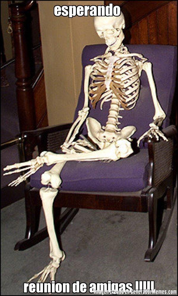 esperando reunion de amigas !!!!! - Meme de Calavera esperando