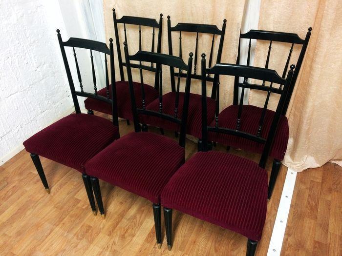 Veel van zes (6) zwart houten stoelen met bekleding in rood fluweel - Italië - 20e eeuw  Veel van zes (6) zwart houten stoelen met rode velours bekledingDaterend uit de vroege 20e eeuwHandgemaakt in Italië door de meestersopleidingenOriginele fluweel en bekledingDe stoelen zijn nooit gerestaureerd en gebruikelijke symptomen van slijtage vertonen.Grootte (per stuk):-hoogte 98 cm-breedte 46 cm-diepte 46 cm-seat hoogte 44 cm  EUR 1.00  Meer informatie