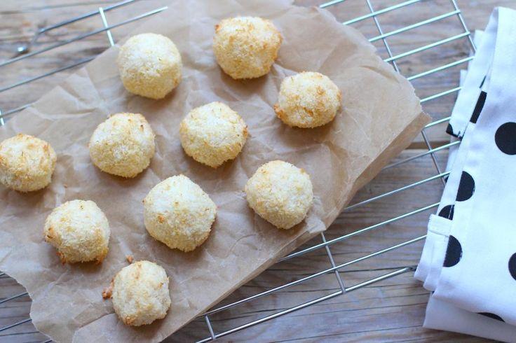 Het is zondag en je hebt zin om iets lekkers te maken. Maak dan eens deze snelle en super simpele kokosmakronen met maar 4 ingredienten!