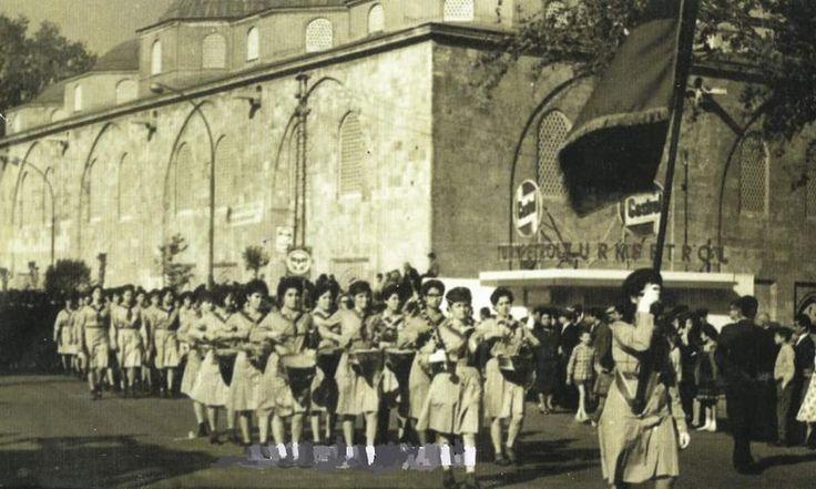 Atatürk Caddesi'nde bir bayram töreni  #Bursa #EskiBursa