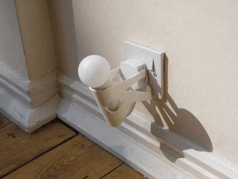 Una lucina da notte che porta l'attenzione sul risparmio energetico – Se avete una casa molto ampia, magari con delle scale da percorrere, o semplicemente non vi sentite a vostro agio nel buio più completo la notte, la soluzione che fa per voi è un piccolo punto luce che si inserisce direttamente nella presa! Se …