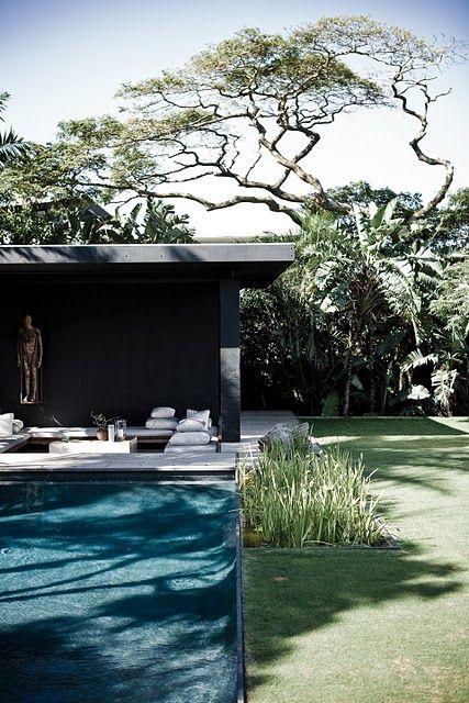 rustikt poolhus, svart/grått m 3 väggar