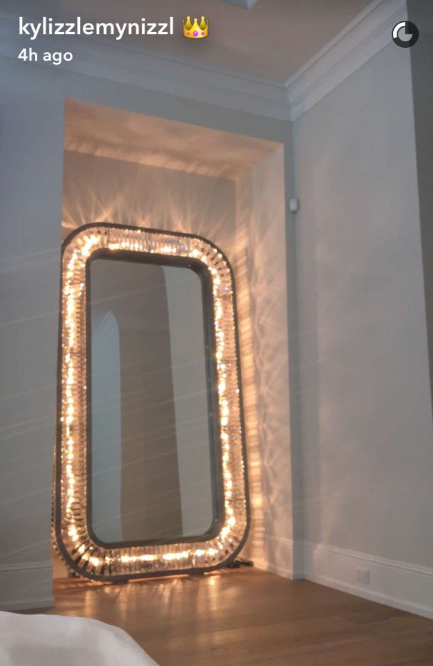 looking for this giant mirror or a really similar one that was featured on Kylie Jenners snapchats!! #furniture #decorations #roomdecor #makeup #light #lights #chrome #mirror #kyliejennerstyle