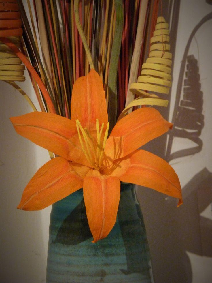 Giglio Turco di carta crespa. crepe paper flower hemerocallis fulva.