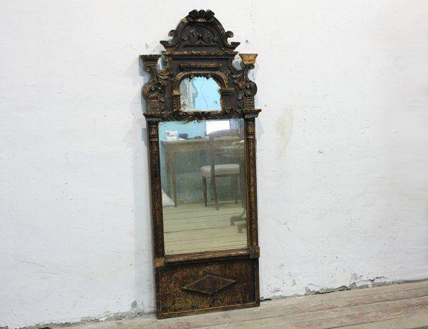 Старинное зеркало с резным навершием