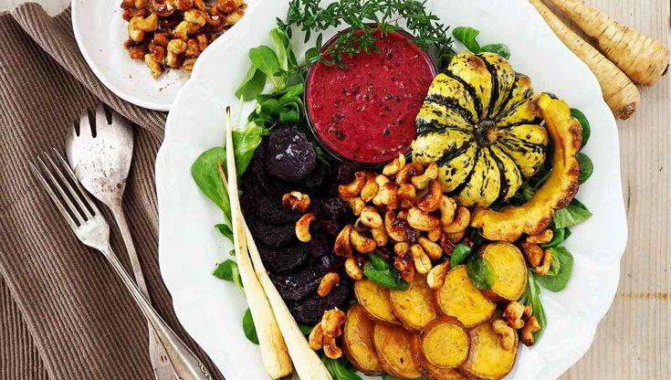 Mit unserer ★ Buddha Bowl ★ bist du so ausgeglichen wie Buddha selbst. ➤ saftig ➤ nahrhaft ➤ abwechslungsreich. Wir lieben die Kombi Gewürznüsse und Gemüse.