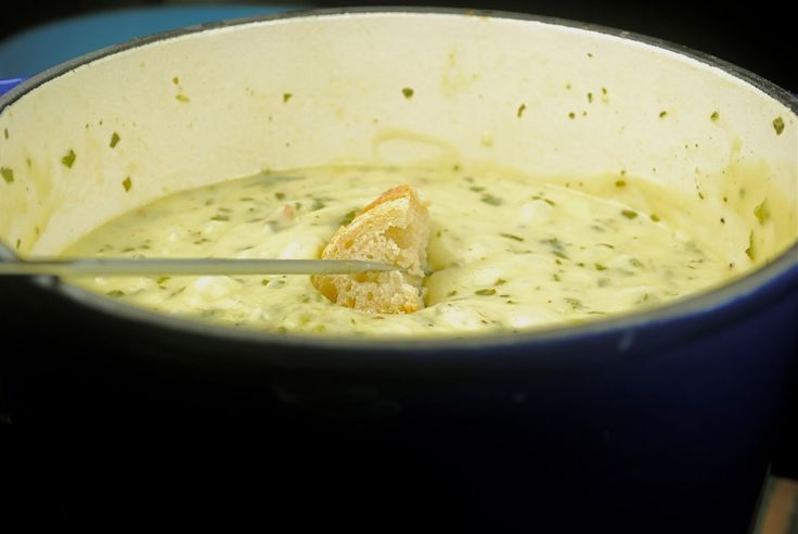 Pesto Fondue:  Serves 4 (for dinner, yes that's 1 cup of cheese per person for dinner, deal with it)