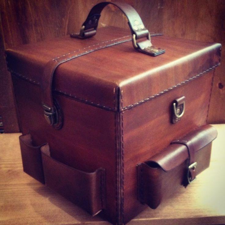 beautiful handmade leather 45 case by kapsoul lp