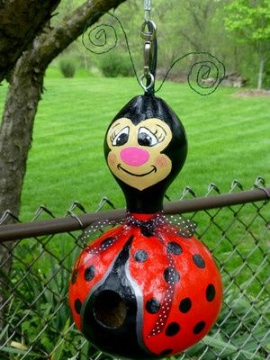 pictures+of+ladybug+birdhouse\ | Designs by Sugarbear Adorable Ladybug Birdhouse Gourd Very Creative!
