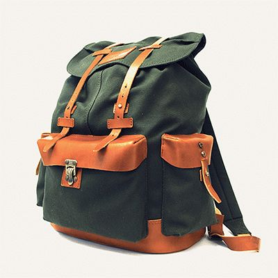 VALVERDE BACKPACK - Militar Green // Waterproofed sandwiched Canvas - 100% Cotton + 100% Portuguese vegetable tanned leather.