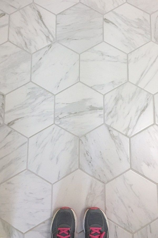 5 Porcelain Tiles That Look Like Marble Porcelain Tile That Looks Like Marble A Gre Porcelain Tile Bathroom Marble Tile Bathroom Master Bathroom Renovation