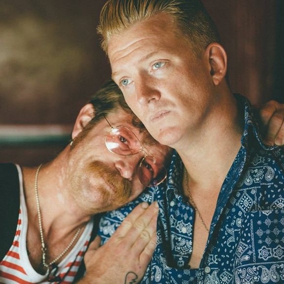 Eagles of Death Metal - Le groupe qui jouait au Bataclan le soir des attentats de Paris sort de l'ombre | HollywoodPQ.com