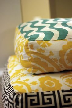 How to make giant floor pillows | DIY. Who wouldn't love some giant floor pillows!