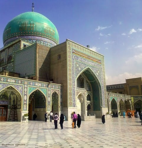 Goharshad Mosque, Imam Reza Shrine , mosaicos en contraste con azul turquesa . Balance perfecto en color y geometria . LOVE IT .