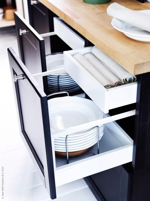 METOD kök med LAXARBY luckor och lådfronter i svartbrunt.
