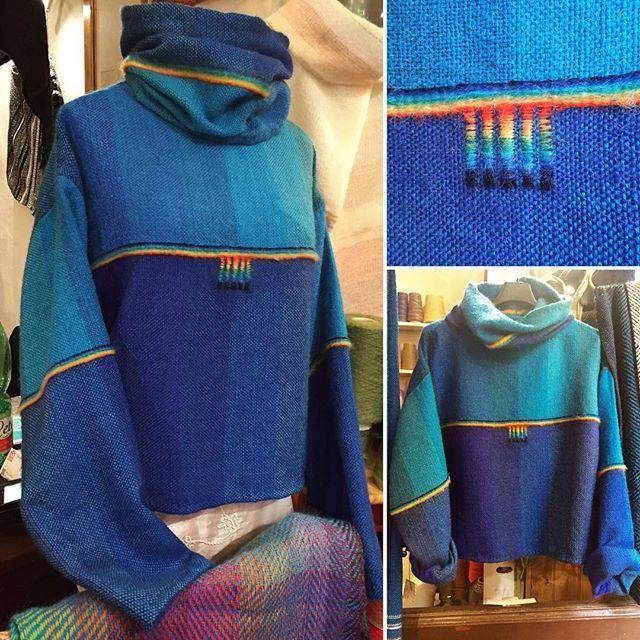 🍭Finito!... e sa ancora di caramella 😁 #tessutoamano #handwoven #maglionelana #sweater #wool #lana #blue #blu #colors