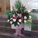 kompozycje kwiatowe, florystyka, kompozycje, kwiaty, margaretki, lilie, anturium, kłosy, kompozycje na ołtarz, kompozycje kwiatowe w kościele