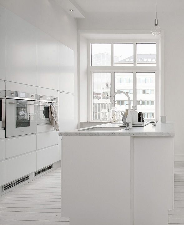 All White Kitchen With A Kitchen Island