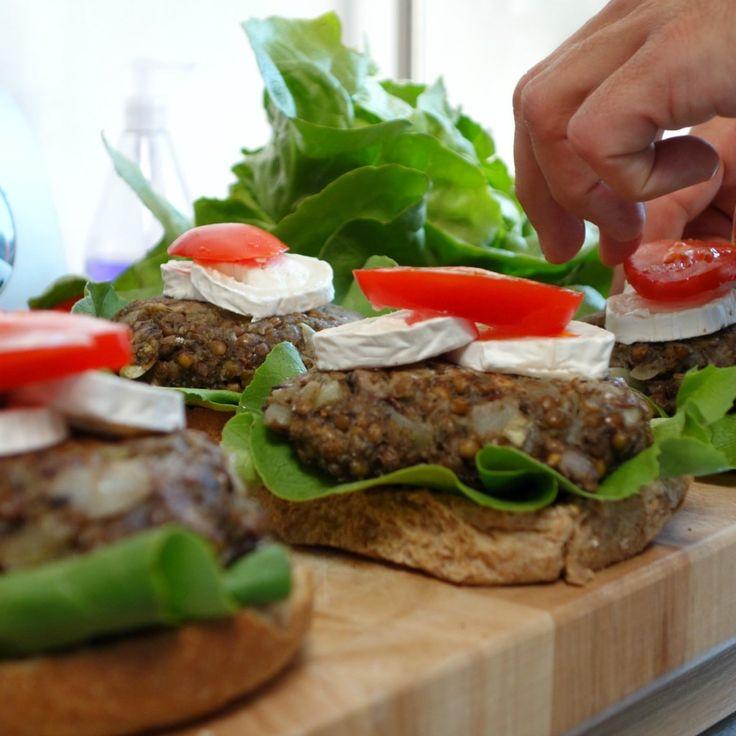 Vegetarische hamburger met linzen en champignons