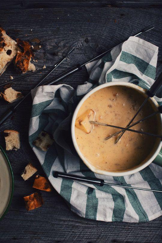 J'aime la fondue au fromage, aussi simple que ça! Attendez de goûter à ma fondue au fromage avec pleurotes et bière Don de Dieu, vous comprendrez pourquoi