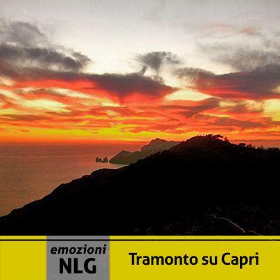 Oggi vi emozioniamo con un bellissimo tramonto su Capri visto da Monte San Costanzo!