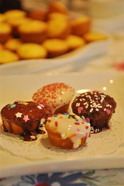 Cupcake Fondue - a fun party idea  @yourhomebasedmom.com  #cupcakes  #fondue  #partyideas
