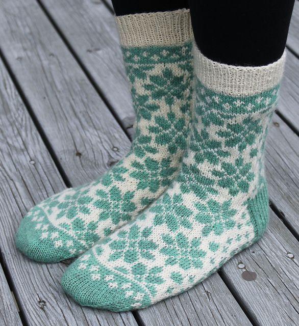 Dagens kjøpeoppskrift: Blomsterhage-sokken   Strikkeoppskrift.com