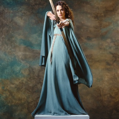 Guinevere (Keira Knightly) in King Arthur with archery / bow and arrow