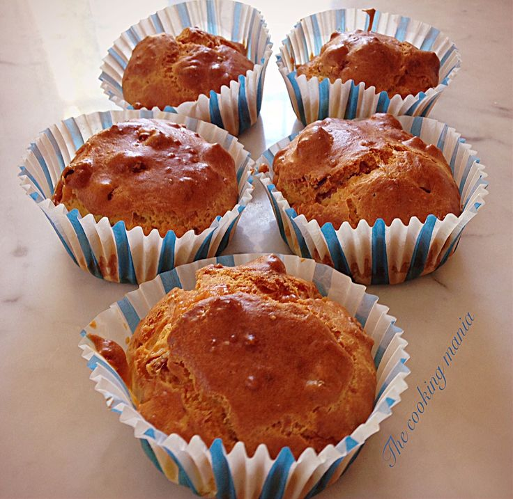 Muffin speck e pecorino, soffici e saporiti. Sono ottimi serviti caldi o tiepidi per una cena a buffet. Potete realizzarli velocemente con il bimby.