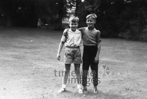 Zwei Freunde oldtime/Timeline Images #Freunde #friends #bestfriends #bff #Freundschaft #friendship #trust #Vertrauen #Jungs #Kameraden #Kameradschaft